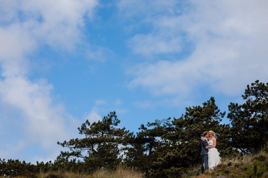 Bruidspaar in de duinen van Texel