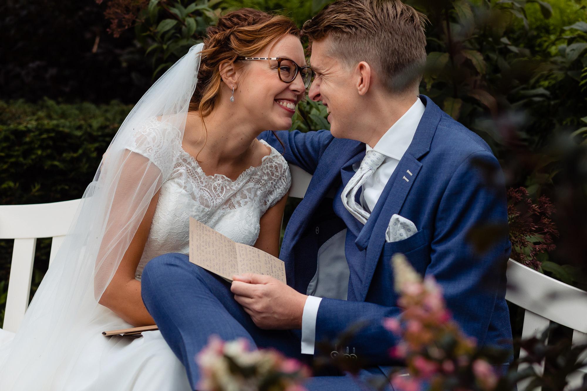 Bruidspaar leest lieve woorden van elkaar